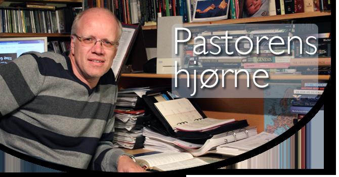 Pastor Erik Jensen deler ord og tanker for menigheten