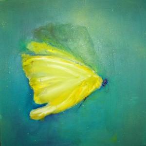 Ut kommer en vidunderlig vakker sommerfugl!